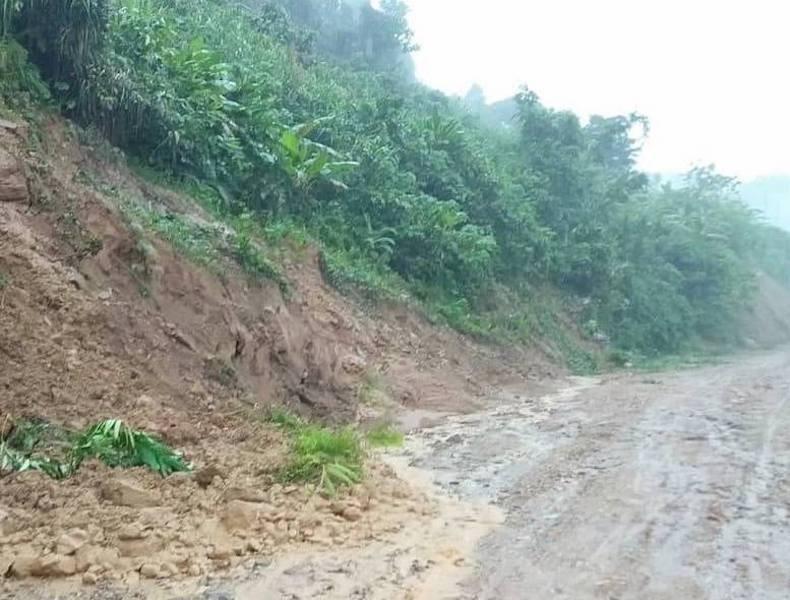 Quảng Nam: Nhiều nơi bị chia cắt vì sạt lở, ngập lụt  - ảnh 3