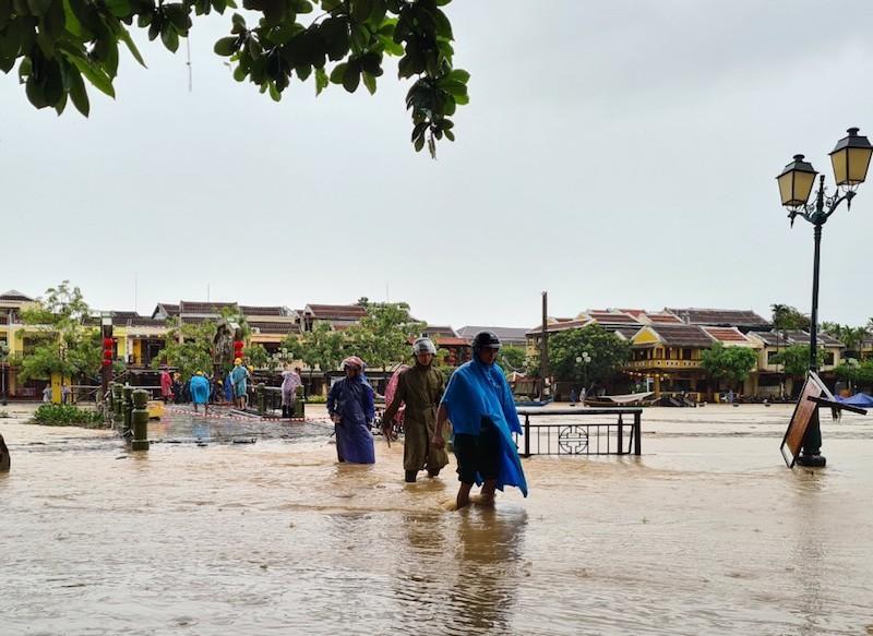 Quảng Nam: Sẵn sàng sơ tán dân trước 18 giờ ngày 27-10 - ảnh 1