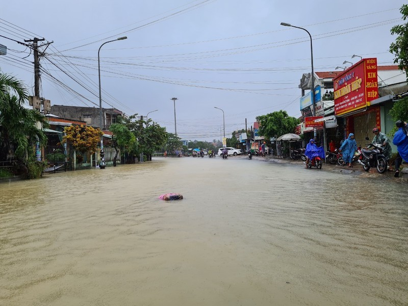 Quảng Nam: Nhiều vùng ngập sâu, sơ tán dân trước 17 giờ - ảnh 1