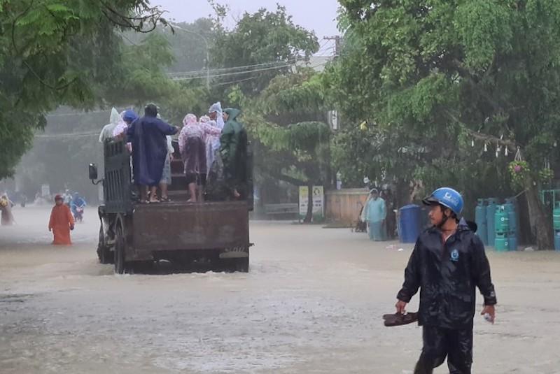 Quảng Nam: Nhiều vùng ngập sâu, sơ tán dân trước 17 giờ - ảnh 3