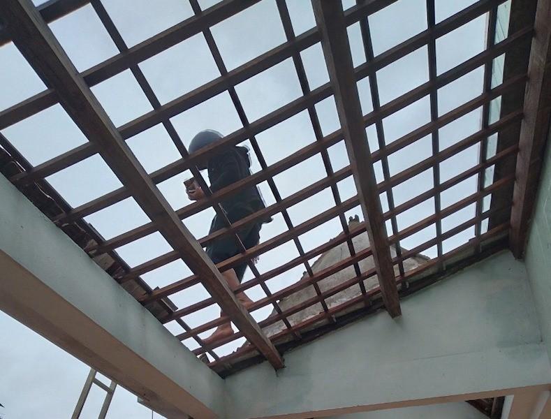 Quảng Nam: Lốc xoáy làm hư hỏng 20 ngôi nhà, cột điện ngã... - ảnh 2