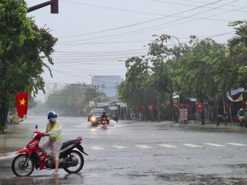 Quảng Nam: Mưa liên tục, TP Tam Kỳ bắt đầu ngập - ảnh 2