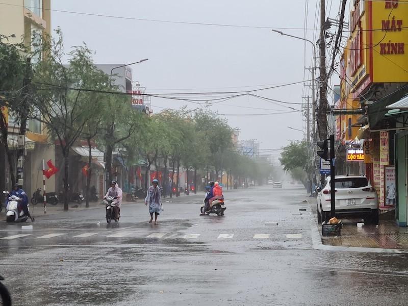 Quảng Nam: Mưa liên tục, TP Tam Kỳ bắt đầu ngập - ảnh 1