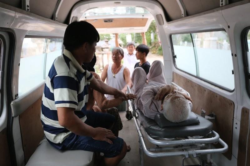 Quảng Nam sơ tán hàng ngàn người, có xe cứu thương hỗ trợ - ảnh 9