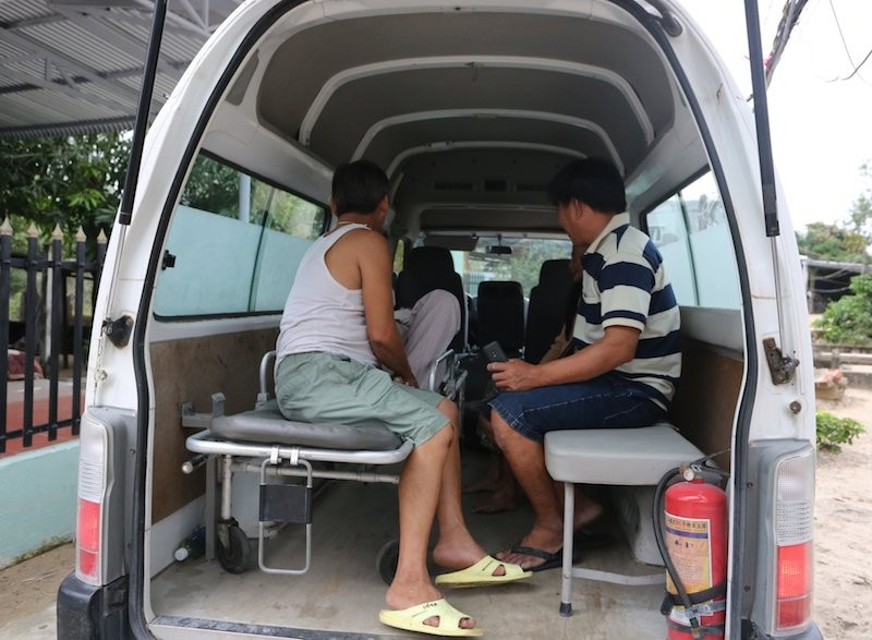 Quảng Nam sơ tán hàng ngàn người, có xe cứu thương hỗ trợ - ảnh 10