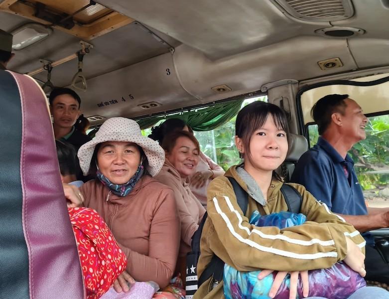 Quảng Nam sơ tán hàng ngàn người, có xe cứu thương hỗ trợ - ảnh 6