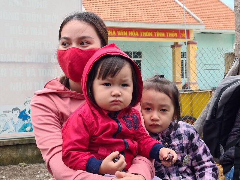 Quảng Nam sơ tán hàng ngàn người, có xe cứu thương hỗ trợ - ảnh 4
