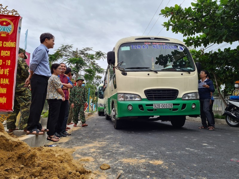 Quảng Nam sơ tán hàng ngàn người, có xe cứu thương hỗ trợ - ảnh 7