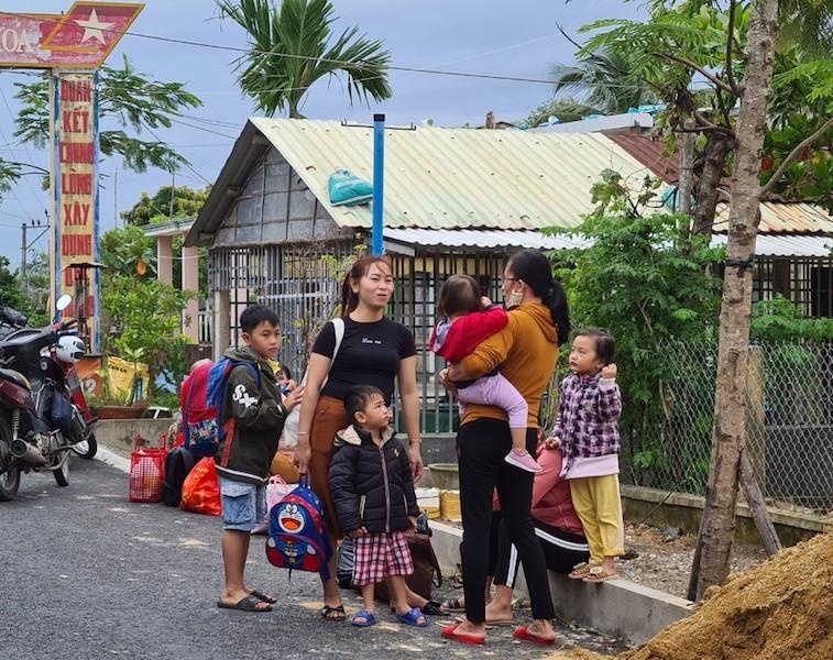 Quảng Nam sơ tán hàng ngàn người, có xe cứu thương hỗ trợ - ảnh 5