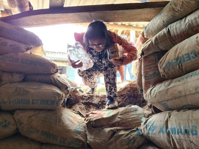 Quảng Nam: Người dân làm hầm tránh bão số 9 - ảnh 2