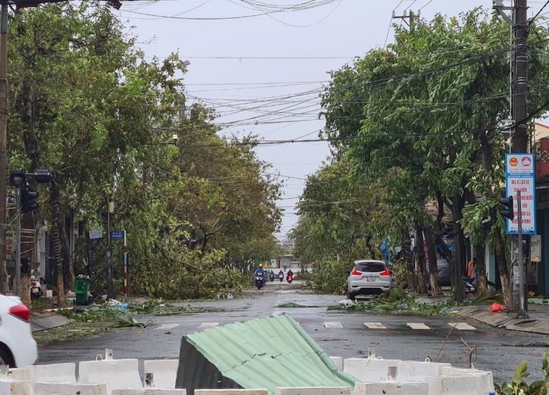 Quảng Nam ngổn ngang sau bão số 9 - ảnh 12