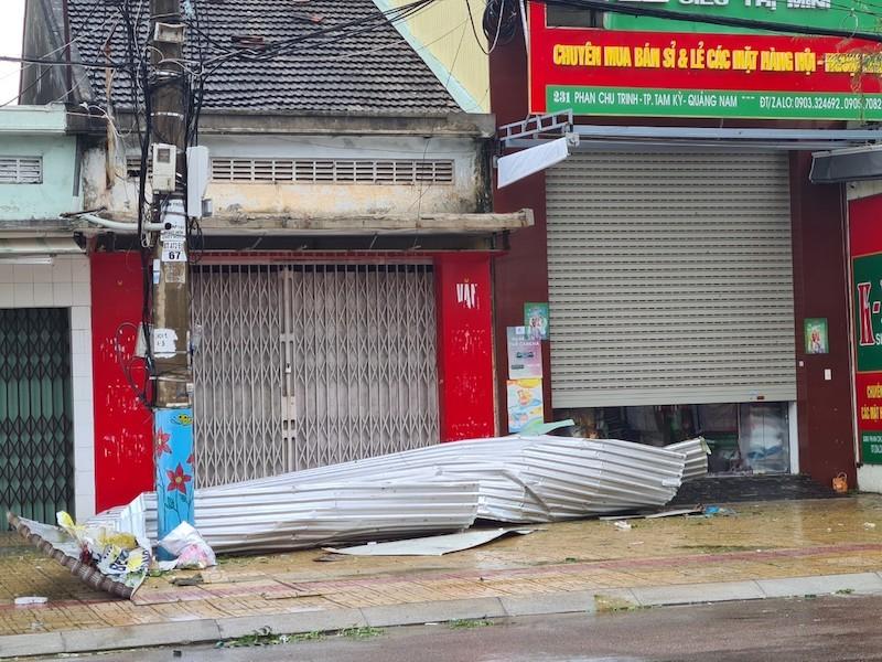 Quảng Nam ngổn ngang sau bão số 9 - ảnh 16