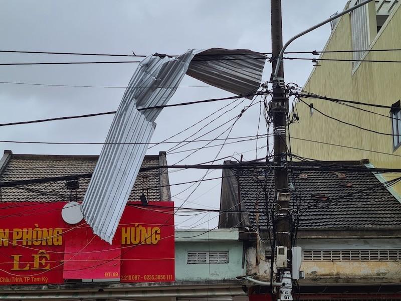 Quảng Nam ngổn ngang sau bão số 9 - ảnh 13