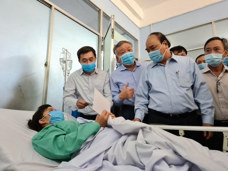 Thủ tướng thăm hỏi nạn nhân vụ sạt lở Trà Leng - ảnh 1