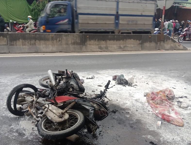 2 xe máy bốc cháy làm 2 người bị bỏng nặng - ảnh 1