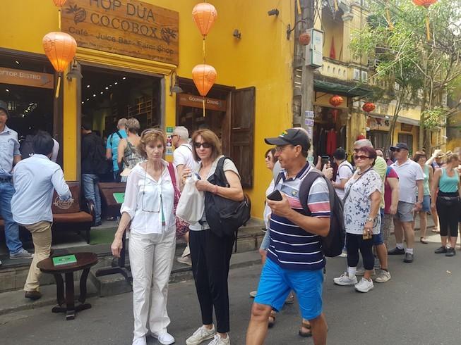 Chủ tịch Quảng Nam yêu cầu giảm họp, tăng làm - ảnh 1