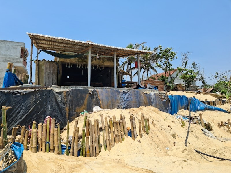 Người dân Quảng Nam đứng trước nguy cơ mất nhà vì biển - ảnh 1