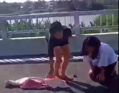 Quảng Nam: Nữ sinh lớp 8 đánh và lột đồ nữ sinh lớp 7 trên cầu - ảnh 2