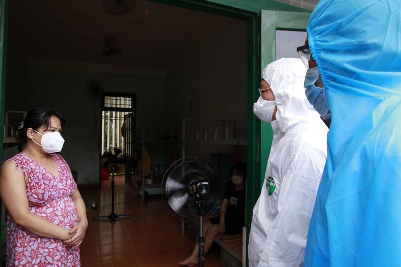 Chủ tịch Quảng Nam đến khu cách ly thăm bà con về từ TP.HCM - ảnh 2