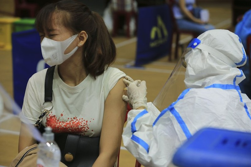 Vì sao Quảng Nam cách ly người đã tiêm 2 mũi vacine, khác quy định của Bộ Y tế? - ảnh 1