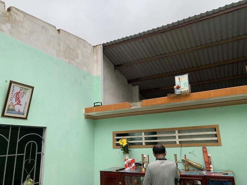 Lốc xoáy do bão gây ra tàn phá 20 nhà của người dân Quảng Nam, Quảng Ngãi - ảnh 1