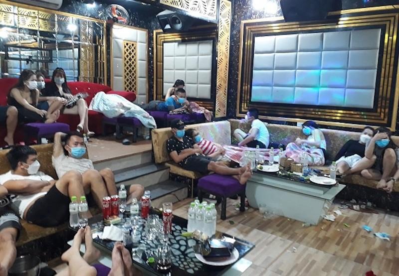 53 nam, nữ dương tính với ma tuý trong quán kraoke Luxury ở Quảng Nam - ảnh 1
