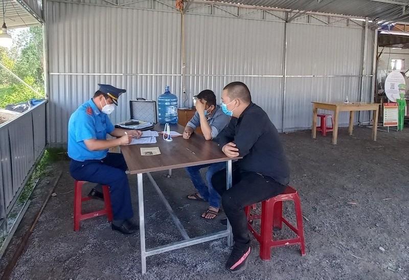 Chở 4 người từ TP.HCM về tới Quảng Nam thì bị lập biên bản - ảnh 1