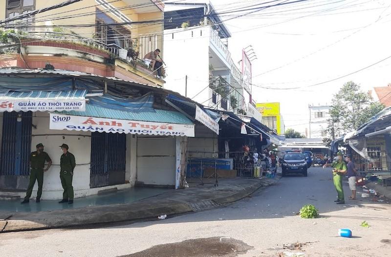 Thanh niên 'ngáo đá' gây náo loạn khu chợ Thương Mại ở Quảng Nam - ảnh 1