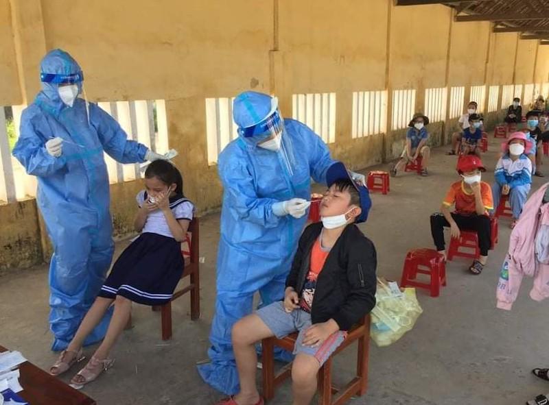 Quảng Ngãi cách ly tập trung 70 học sinh, giáo viên 2 trường học vì có ca nhiễm  - ảnh 1