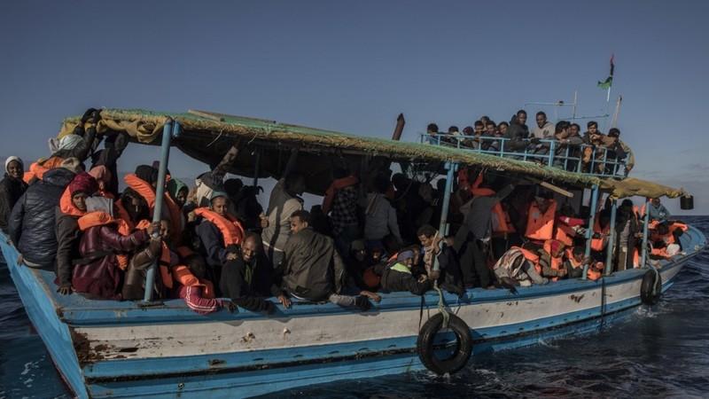 Lật tàu ngoài khơi Libya, nghi 90 người thiệt mạng - ảnh 1