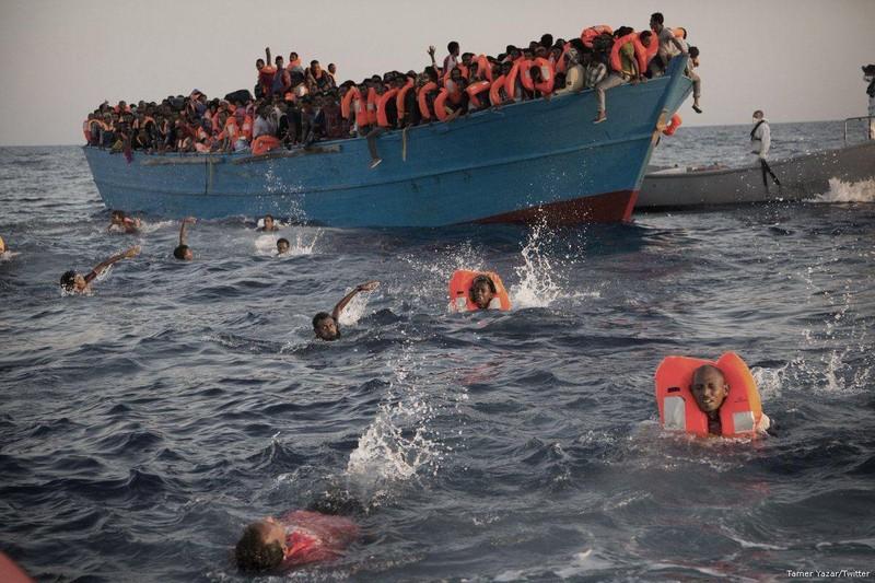 Lật tàu ngoài khơi Libya, nghi 90 người thiệt mạng - ảnh 2