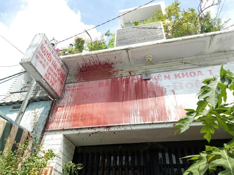 Mất ăn mất ngủ vì nhà bị tạt sơn chưa rõ thủ phạm - ảnh 2