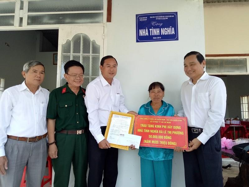 Hội Cựu chiến binh Sở Tư pháp TP.HCM trao tặng nhà tình nghĩa - ảnh 1