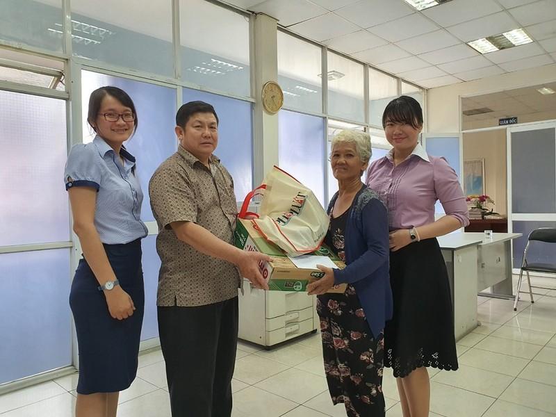 Báo Pháp Luật TP.HCM chung tay tặng quà tết cho người nghèo - ảnh 2