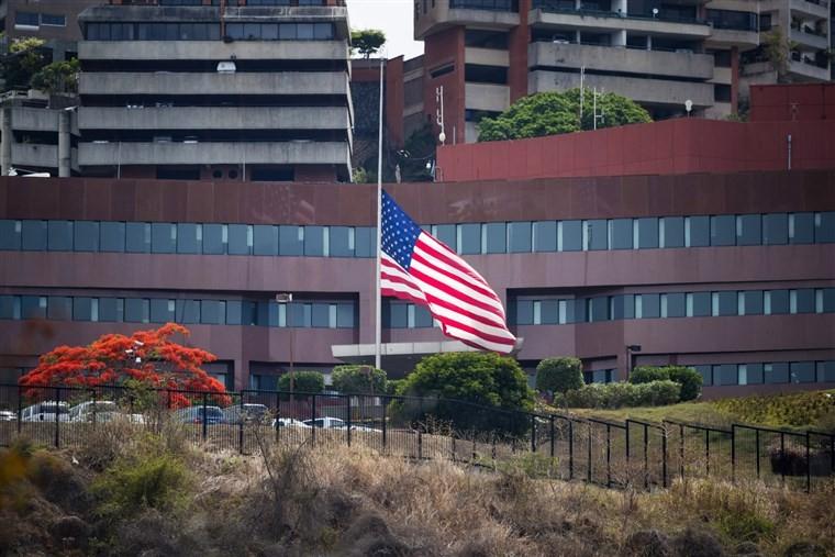 Mỹ rút nhà ngoại giao nhưng duy trì sứ quán ở Venezuela - ảnh 1