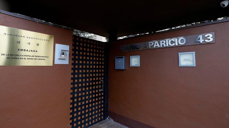 Đại sứ quán Triều Tiên ở Tây Ban Nha bị tấn công nghiêm trọng - ảnh 1