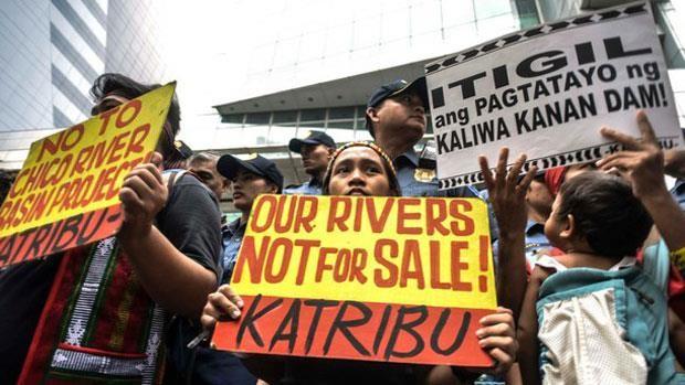 Lo ngại Philippines bị Trung Quốc 'xiết nợ' ở Biển Đông - ảnh 1