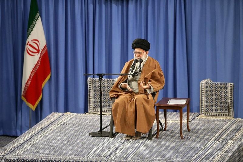 Đại giáo chủ Khamenei: Mỹ cứ cấm, Iran sẽ tùy ý bán dầu! - ảnh 1