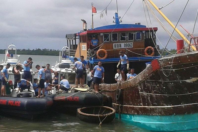 Philippines: Cho tàu TQ đánh cá trong EEZ, 'dân phải đồng ý' - ảnh 1