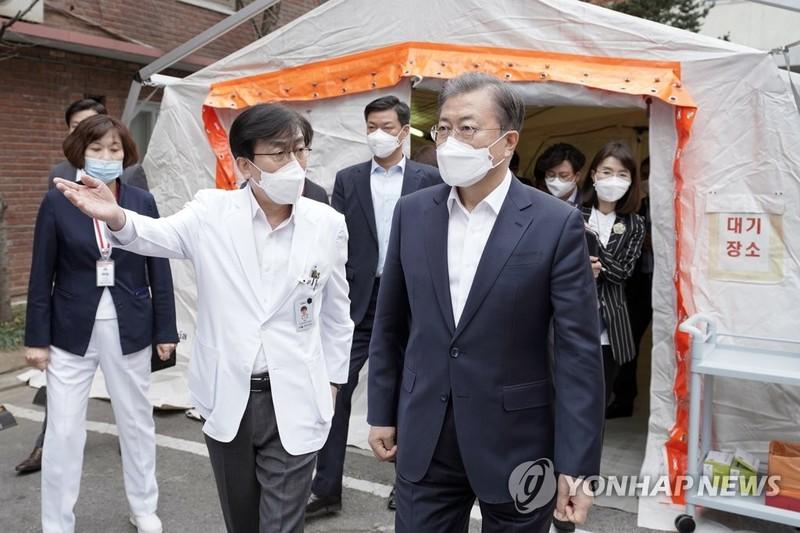 Hàn Quốc: Dốc sức ngăn dịch Corona, mạnh tay xử lý tin giả - ảnh 1
