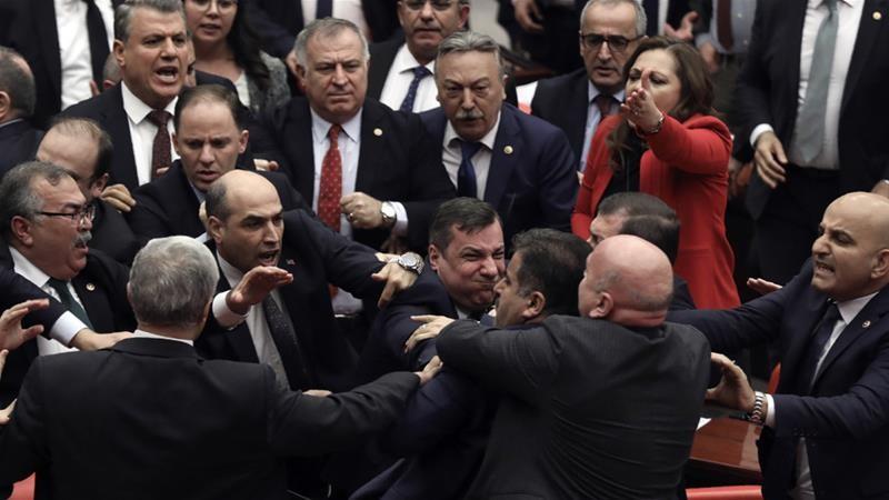 Nghị sĩ Thổ Nhĩ Kỳ 'choảng' nhau liên quan chiến sự Idlib - ảnh 1