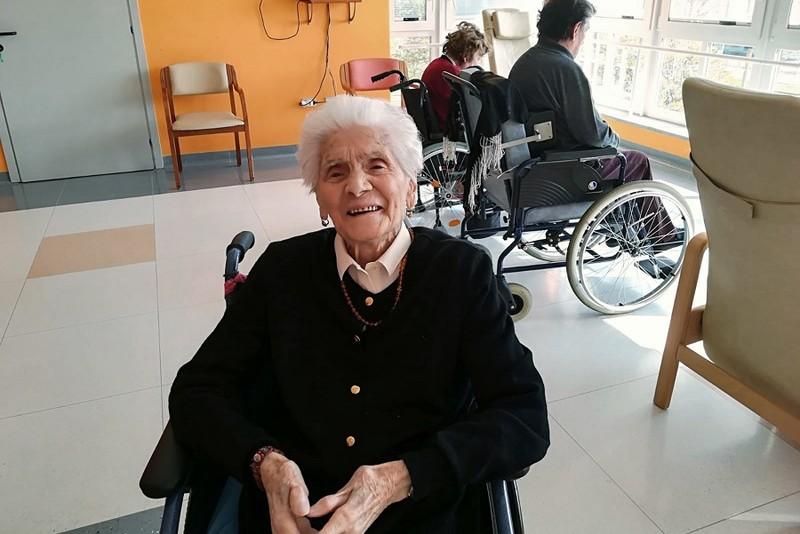 Người già nhất thế giới sống sót qua COVID-19 tiết lộ bí quyết - ảnh 1