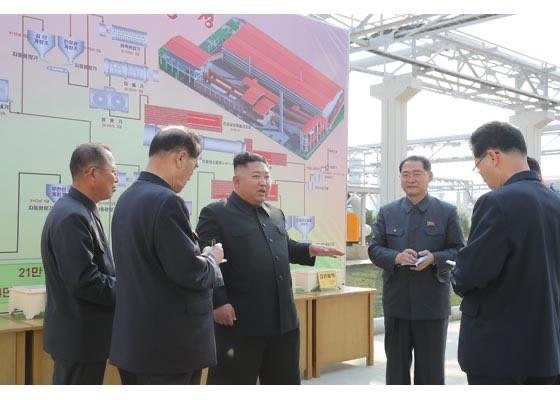 Chùm ảnh: Ông Kim Jong-un lần đầu tái xuất sau 20 ngày - ảnh 4