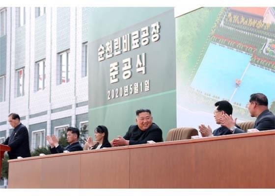 Chùm ảnh: Ông Kim Jong-un lần đầu tái xuất sau 20 ngày - ảnh 1