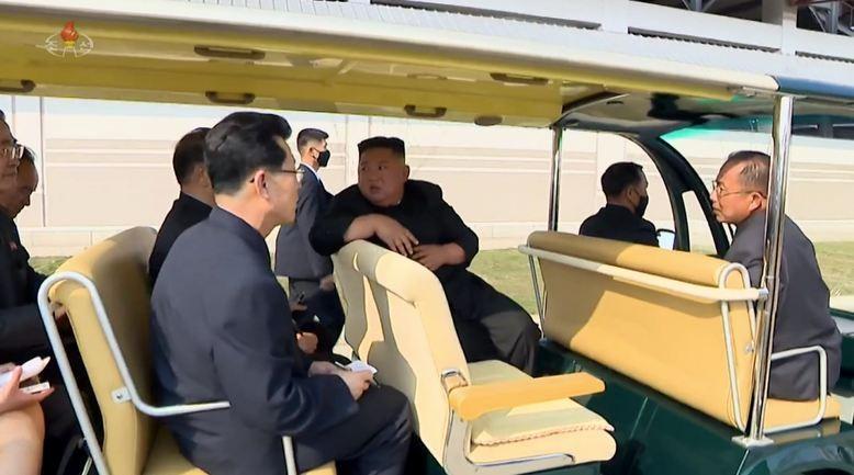 Báo Hàn: Ông Kim Jong-un có thể đã trải qua thủ thuật y tế - ảnh 1