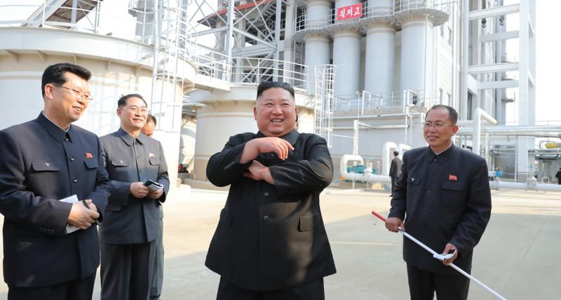 Chùm ảnh: Ông Kim Jong-un lần đầu tái xuất sau 20 ngày - ảnh 7
