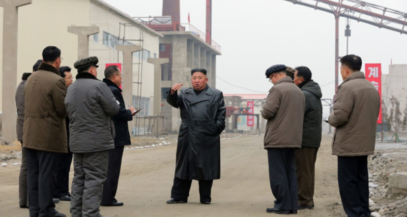 Chùm ảnh: Ông Kim Jong-un lần đầu tái xuất sau 20 ngày - ảnh 5