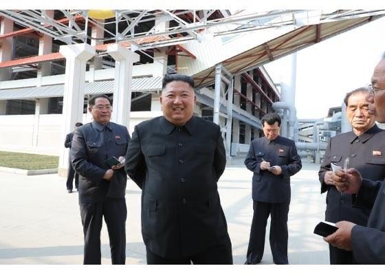 Chùm ảnh: Ông Kim Jong-un lần đầu tái xuất sau 20 ngày - ảnh 6