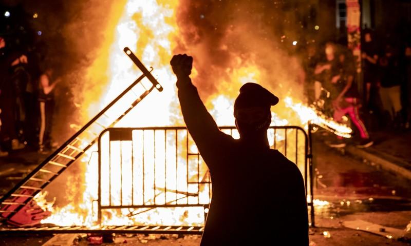 Báo Trung Quốc nói về bạo loạn sau vụ người da màu chết ở Mỹ - ảnh 1