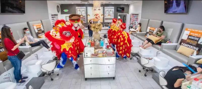 Tiệm nail của người gốc Việt ở California mừng ngày mở lại - ảnh 1